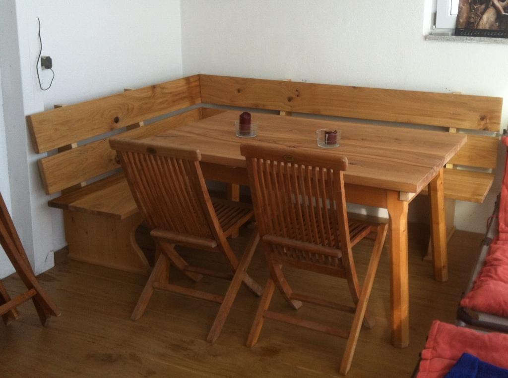 Tischgruppe in Gartenhaus