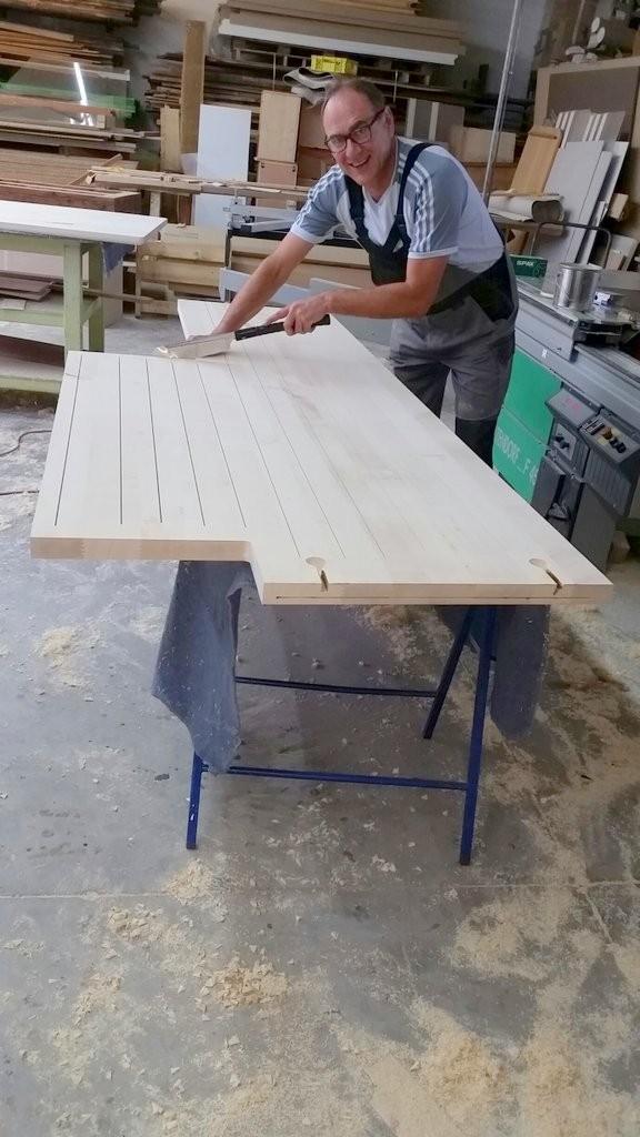 Arbeitsplatte in Werkstatt vorbereiten