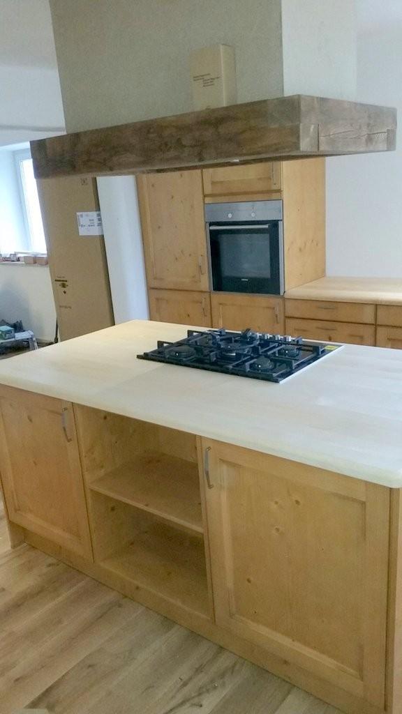 Einbauküche bei Aalen mit Massivarbeitsplatte Ahorn 40 mm dick